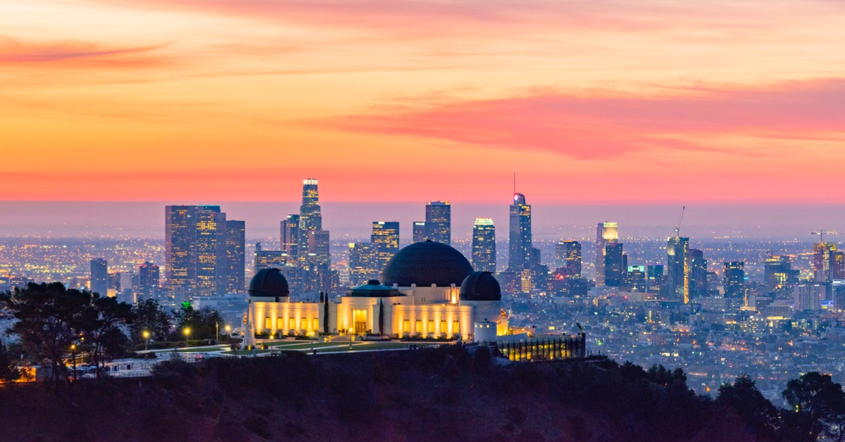 los-angeles-skyline-at-dawn-panorama-and-griffith-park-observatory-in-picture-id946237092.jpg